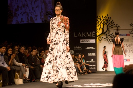 sabyasachi ss 11 lakme fashion week