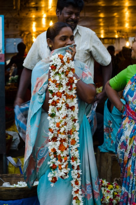 dadar flower market india street