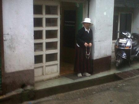 tibetan woman dharamsala