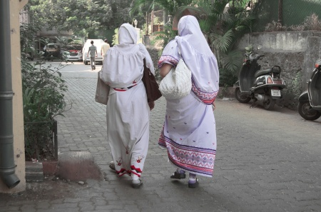 women in bandra street style india